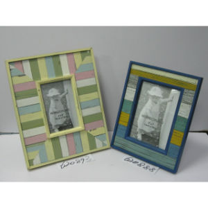 Wooden Wall Photo Frame in Distressing Finish pictures & photos