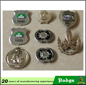 Round Shape Antique Brass Color Metal Badges for Sale pictures & photos