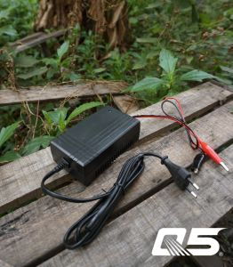 12V1.3A Automatic Trickle Lead acid battery Charger Storage Battery Charger pictures & photos