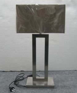 Modern Steel Table Lamp with Fabric Shade (WH-8802) pictures & photos