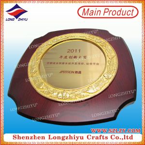 Souvenir Wood Shield Trophy Plaque with Gold Plating Metal Plate pictures & photos