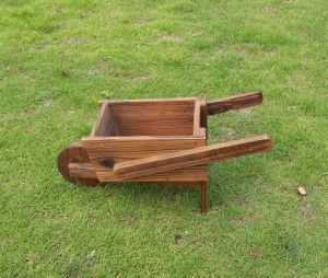 Outdoor Novety Wheelbarrow Planter Antique-Looking Cedar Wood Cart Wood Wheel pictures & photos