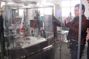 Eye-Drop Filling Sealing Production Line Machine pictures & photos