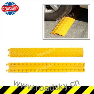 Heavy Duty Reflective Yellow Rubber Speed Bump for Sale pictures & photos