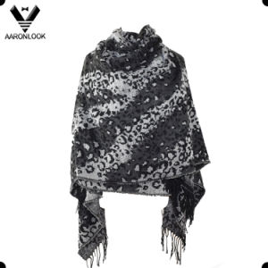 2016 New Style Black Color Change Twill Leopard Jacquard Shawl pictures & photos