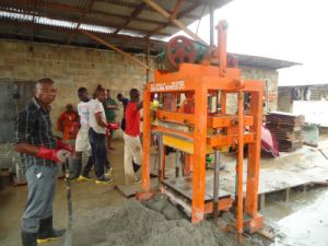 Hollow Concrete Block/ Brick Making Machine, Cement Paver Block / Brick Machine, Construction Machinery pictures & photos