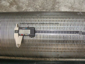 Factory Price V Shape Wedge Wire Screen with Stc Profile Wire Wrapped Screen Pipe pictures & photos