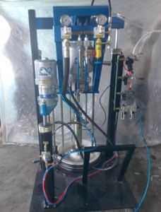 Pneumatic Double Group Sealant Extruder -St03 Korean Pump Silicone Extruder pictures & photos
