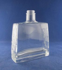 Square Whisky Glass Bottle (500/750/1000ml) pictures & photos