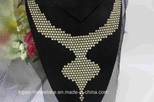 Custom Size Crystal Rhinestone Lace Applique Gold Neckline Applique (TA-025) pictures & photos