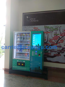 Touch Screen Vending Machine for Cooling Beverage & Snacks pictures & photos