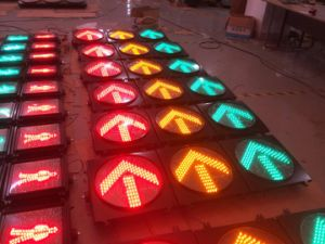 En12368 Standard Red & Amber & Green LED Traffic Light pictures & photos