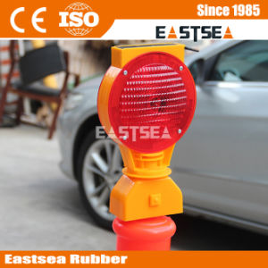 Road Protection Safety Traffic Warning Solar Barricade Light pictures & photos