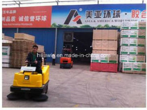 Industrial Warehouse Ride on Floor Sweeper pictures & photos
