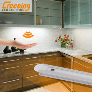 High Quality Intelligent Hand Sweep Induction LED Lamp pictures & photos