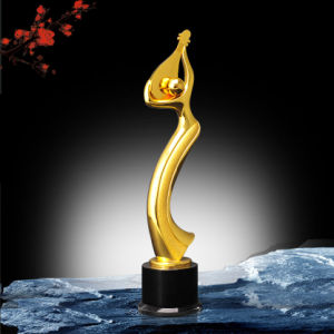 Customized Gold Trophy with Terne Alloy Material pictures & photos
