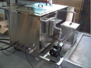 Ultrasonic Cleaning Machine with Oil Catch Can for Oil Skimmer pictures & photos