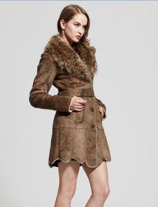 Women′s Faux Chamois Leather Coat with Raccoon Fur Collar pictures & photos