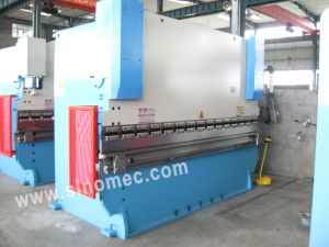Metal Plate Bending Machine Wc67k-200t/3200 pictures & photos