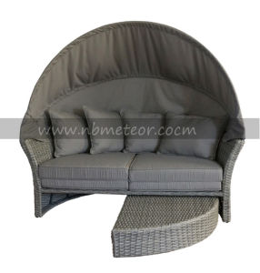 Mtc-206 Cheap Outdoor Furniture Sofa Daybed with Parasol/Umbrella/Canopy Rattan Lounge pictures & photos