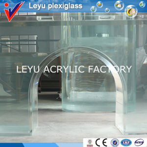 Giant Cylinder Acrylic Aquarium With Various Specifications pictures & photos
