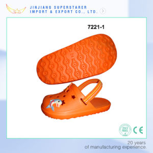 Origin Color Cute EVA Kids Sandals with Dolphin Charms pictures & photos