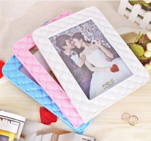 Factory Direct Sales 7 Inches Simple Plastic Photo Frame pictures & photos