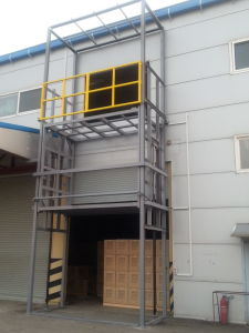 Factory Used Vertical Stationary Goods Lift pictures & photos