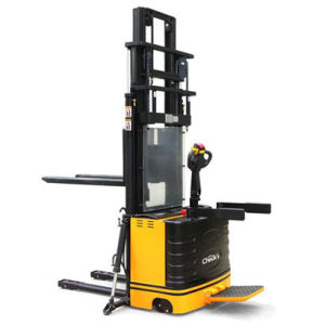Straddle Power Stacker (CLH20 Series)