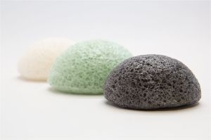 100% Natural Activated Charcoal Konjac Sponge for Skin Care pictures & photos