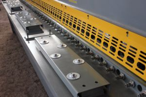 Hydraulic CNC Swing Beam Shearing Cutting Machine pictures & photos