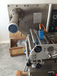 Semi-Automatic Adhesive Labelling Machine Flat Type (mm-60F) pictures & photos