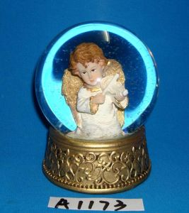 Christmas Decorative Resin Gold Angel Water Globe pictures & photos