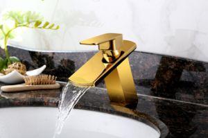 Golden Color Bathroom Basin Copper Faucet (SD-S-L-004A) pictures & photos