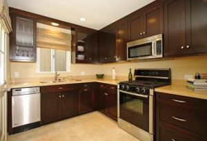 North American Maple Solid Wood Kitchen Cabinet pictures & photos