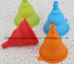 Non-Toxic Silicone Collapsible Funnel Foldable Silicone Bottle Beer Funnel Sk06 pictures & photos