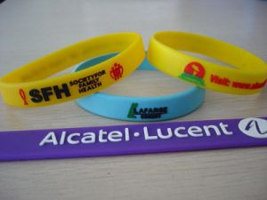 Promotional Silicone Bracelets with Customer Logo pictures & photos