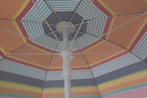 6.5FT Beach Umbrella, Sripe Polyester Fabric, Deluxe Umbrella, Polyester with Sliver pictures & photos