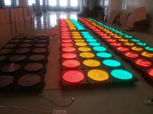 Ce& RoHS Ceritificated 3 Aspects LED Flashing Traffic Light with Clear Convex Lens pictures & photos