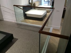 Contracted Fashionable Solid Wood Glass Railing pictures & photos