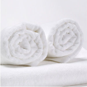 China Manufacturer Luxury Cottonpoly Cheap Hotel White Towels pictures & photos