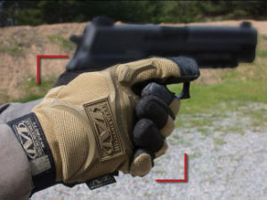 Airsoft Tactical Full Finger Glove pictures & photos