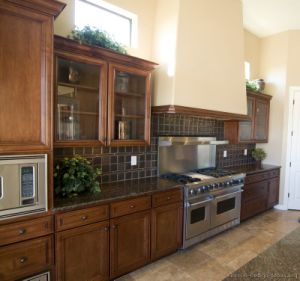 Golden Brown Kitchen Cabinet (GB8) pictures & photos