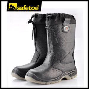 Cold Resistant Safety Boots, Lamb Fur Safety Boot with Rubber Sole H-9426 pictures & photos