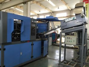 Full Automatic Blow Molding Machine for Different Kinds of Pet Bottles pictures & photos