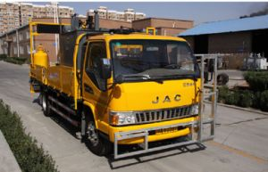 Thermoplastic Screeding Type Marking Truck pictures & photos