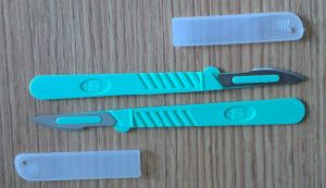 Surgical Blade/Disposable Surgical Blade with Plastic Handle /Surgical Scalpel pictures & photos