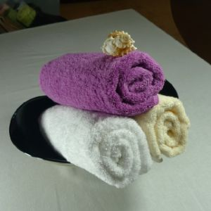 100% Cotton Dyed Hotel Face Towel pictures & photos