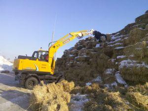 8 Wheel Yellow Wheel Excavator with Grab/Catching Sugarcane pictures & photos