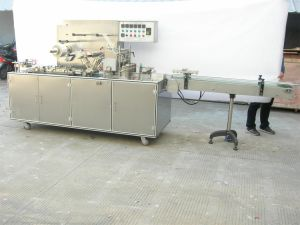 Tea Box Adjustable Tri-Dimensional Cellophane Packaging Machine pictures & photos